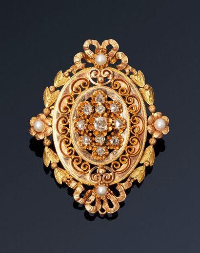 Broche pendentif ovale en or de couleurs...