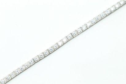 Bracelet souple en or gris 18K (750) formé...