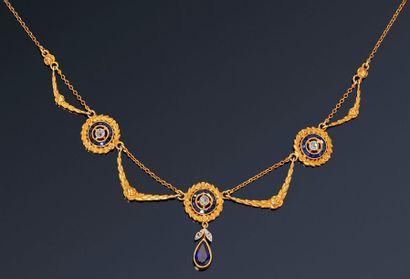 Collier « draperie » en or jaune 18K (750)...