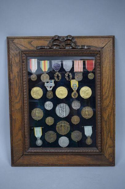 Bel ensemble de médailles militaires et civiles...