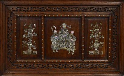 Ensemble de trois panneaux en bois exotique...