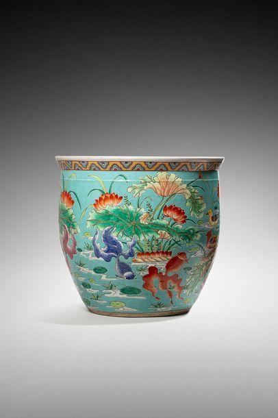 Chine XXème siècle  Aquarium en porcelaine...