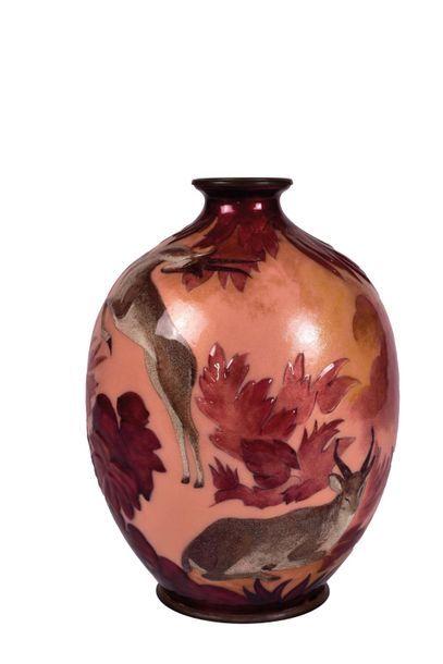 Camille FAURE (1874-1956)  Vase en cuivre...