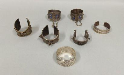Lot de bracelets d'Afrique du Nord composé...