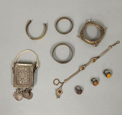 Lot d'objets et bijoux d'Afrique du Nord...