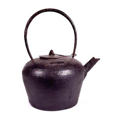 CHINE, XIXème siècle  Bouilloire de forme...