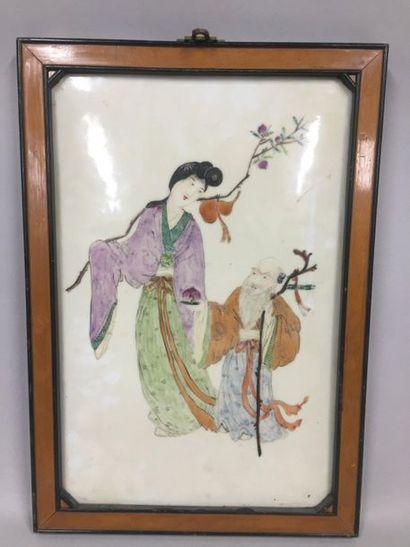 JAPON  Plaque de porcelaine peinte de deux...