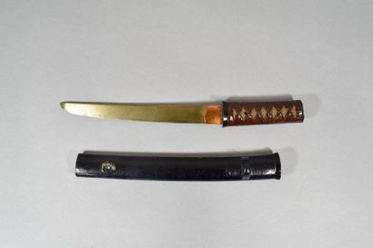 JAPON, XXème siècle  Tanto dans son fourreau...