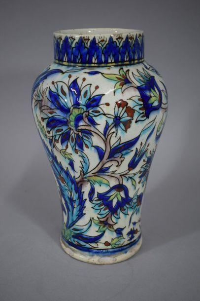 TURQUIE, XXème siècle.  Vase Balastre en...