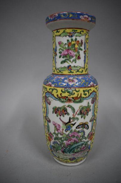 Vase Canton, debut XXème siècle  H. 25,5...