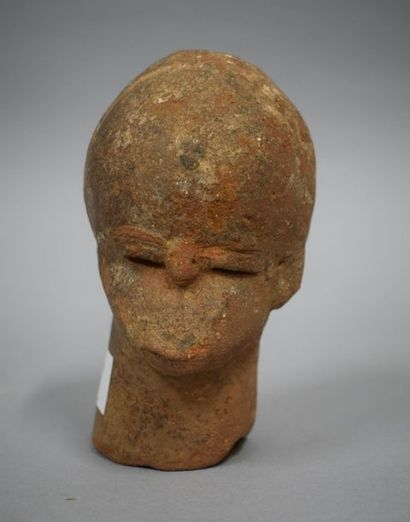 NIGERIA, Culture Katsina  Tête en terre cuite  H. : 14 cm