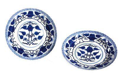 CHINE, XIXème siècle  Paire d'assiettes en...