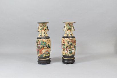 CHINE, vers 1900.  Paire de vases en grès...