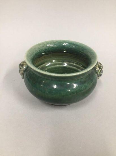CHINE, XXème siècle  Brûle parfum en porcelaine...