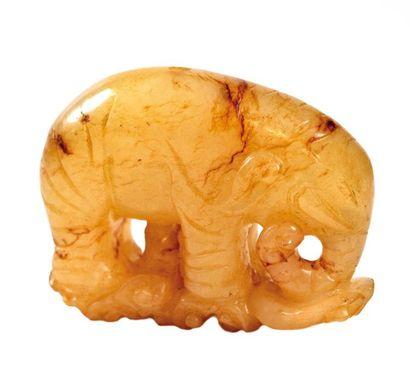CHINE, XXème siècle  Pendentif en forme d'éléphant...