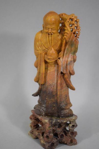 CHINE, XXème siècle  Statuette en stéatite...