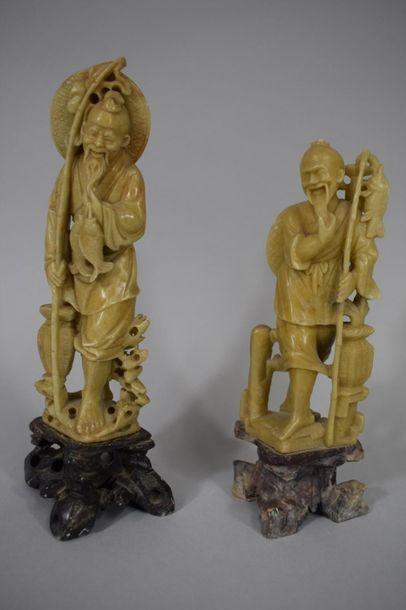 CHINE, Vers 1900  Deux statuettes en stéatite...