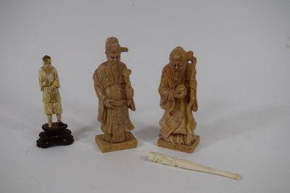 CHINE et JAPON, vers 1900  Ensemble comprenant...