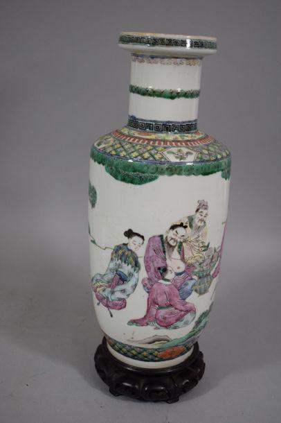 CHINE, XXème siècle  Vase de forme rouleau...