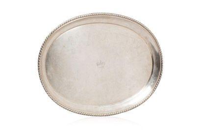 PLATEAU DE SERVICE. En argent de forme ovale,...