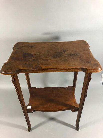 Émile GALLE (1864-1904) Table à thé en noyer...