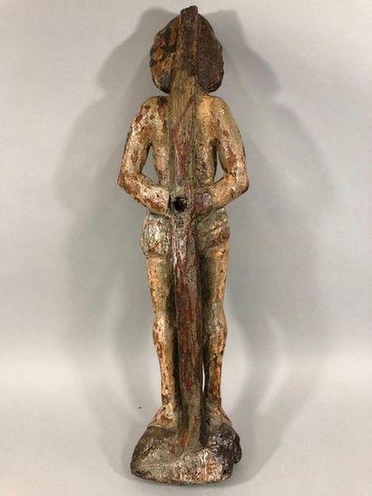 Saint Sébastien en chêne sculpté avec restes de polychromie. Le saint est debout,...