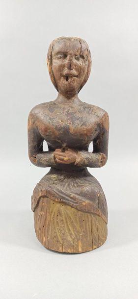 PERSONNAGE FEMININ en bois sculpté avec restes...