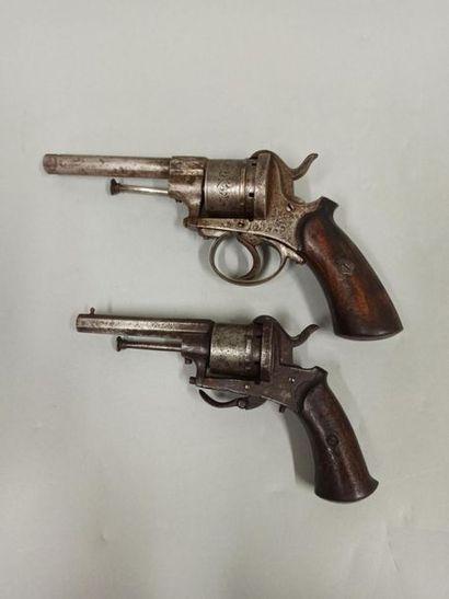 Lot de 2 pistolets à broche et à percussion:...