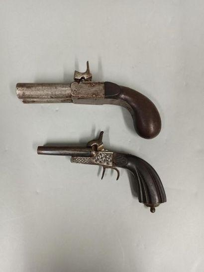 Lot de deux revolvers à broche:  1/ Calibre...