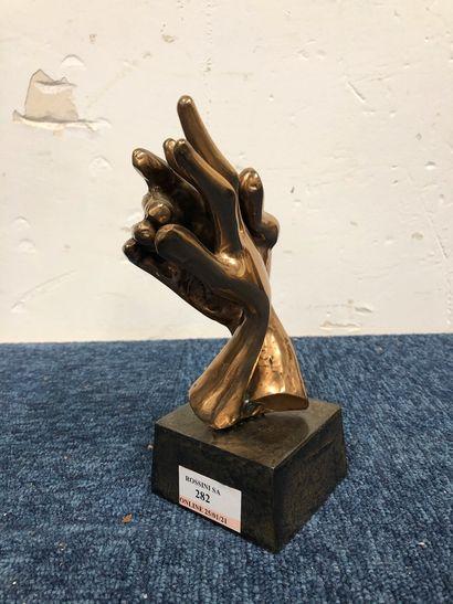 LOHE Yves (né en 1947)  Sculpture en bronze...