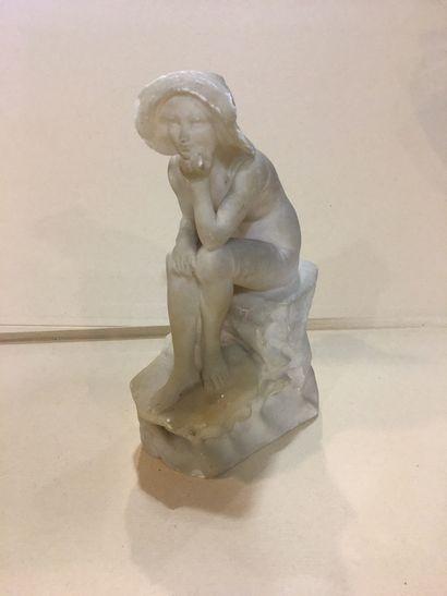 Baigneuse assise sur un rocher en marbre...