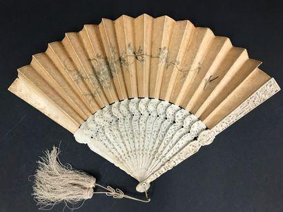 Les oiseaux brodés, Chine, XIXe siècle  Éventail...