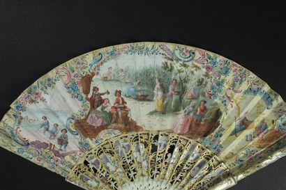 Vendanges, vers 1740-1750 Éventail plié, la feuille double en papier peint à la...