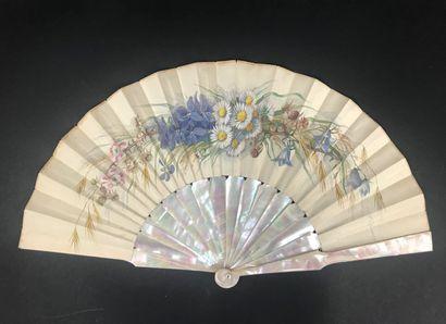 Fleurs des champs, vers 1880  Éventail plié,...