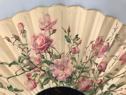Madeleine Lemaire (1845-1928), Roses, vers 1900  Grand éventail, la feuille en papier,...
