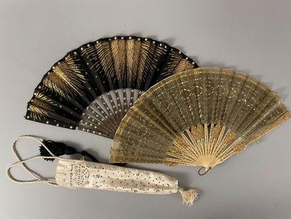 Paillettes, vers 1900-1920  Deux éventails...