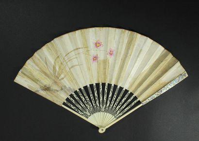 Feuilles de paille, vers 1790-1800 Éventail plié, la feuille double en papier peint...