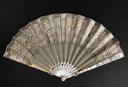 Scintillement argenté, vers 1800-1810  Éventail...