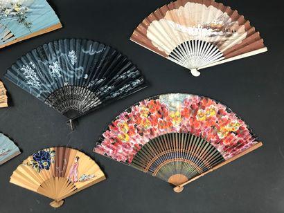 Sept éventails d'importation japonaise, début du XXe siècle  Dont trois pour fillettes....