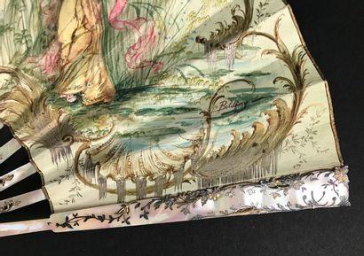 Demoiselles au jardin, vers 1900-1920  Éventail plié, la feuille en peau, montée...