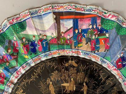 Assemblée au jardin, Chine, XIXe siècle Éventail plié, la feuille double en papier...