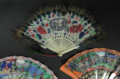 Trois éventails, Chine, XIXe siècle *Deux, les feuilles doubles en papier peint...
