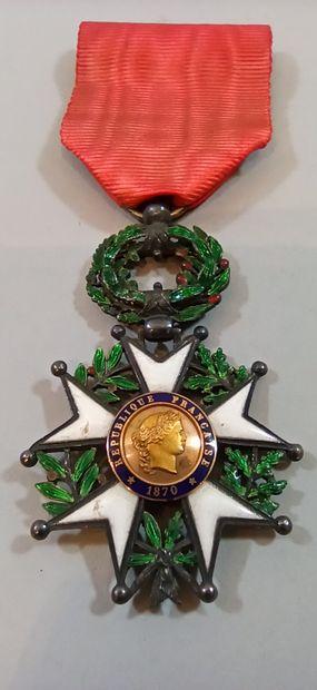 Croix de Chevalier de la Légion d'Honneur. Modèle de luxe à filets.  Ruban. TB....