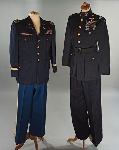 Deux uniformes américains en drap bleu nuit...