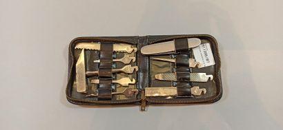 Couteau et accessoires dans une trousse (9...