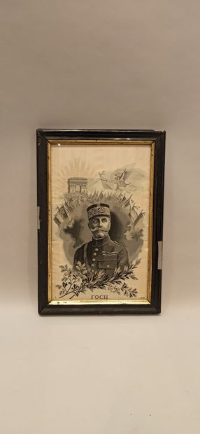 """5 photographies et 1 broderie:  """"Portraits de militaires"""" dont fantassin du 106e..."""