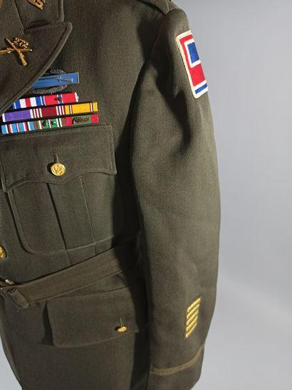 Uniforme de sortie de capitaine du 272nd infantry regiment de la 69st I.D. comprenant...