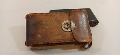 Lot de deux appareils photographiques:  - 1 Vest Pocket Autographic Kodak n°A-127...