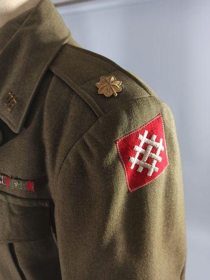 Lot de deux blousons américains Ike en laine OD : Un blouson de first sergeant du...