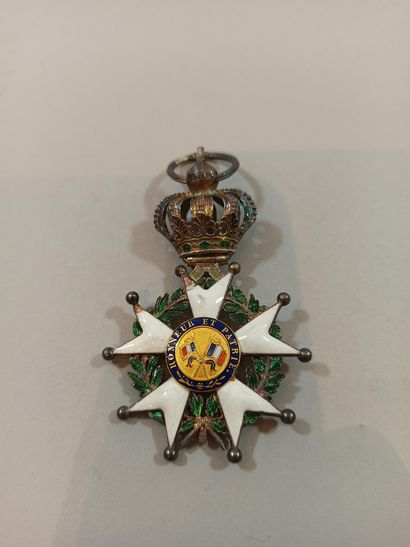 Intéressante croix de Chevalier de la Légion d'Honneur.  Modifié à partir d'une...
